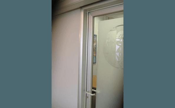 particolare porta a vetro