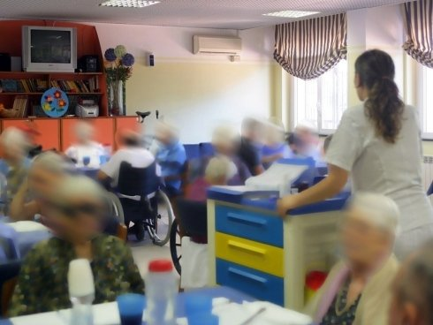 La struttura organizza intrattenimento per gruppi di anziani.