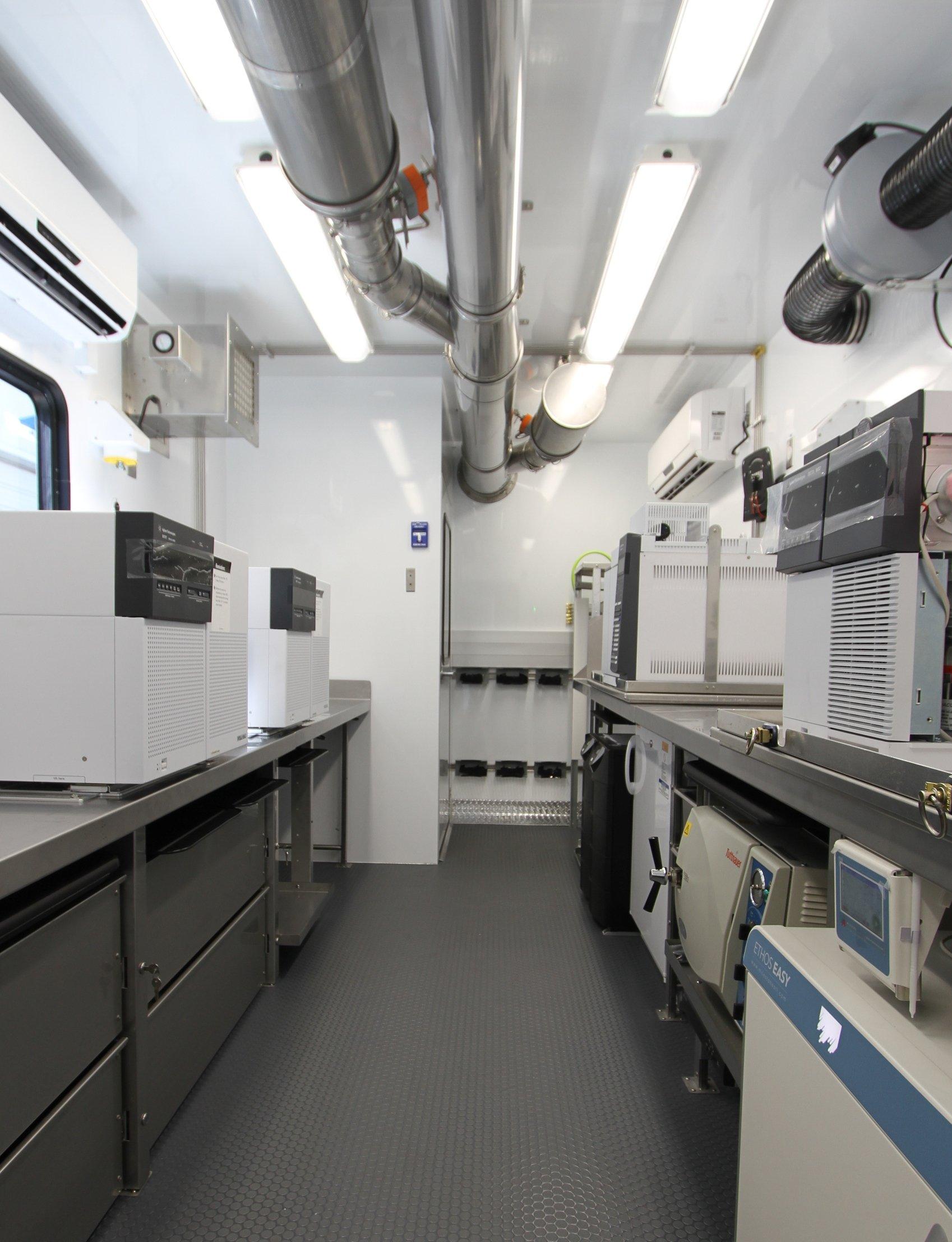 Mobile Laboratory 828D-03 Interior