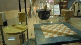 scacchiere, mortaio, oggetti per la cucina