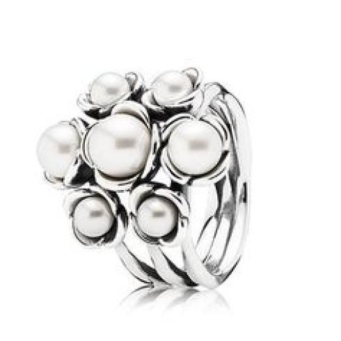 Collezione anelli con perle