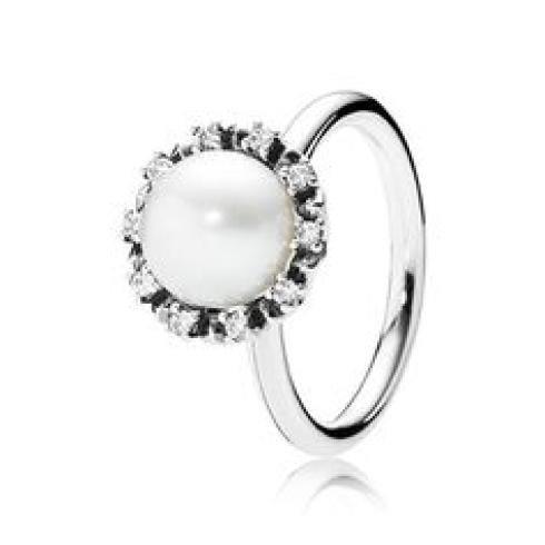 Collezione anelli con perla