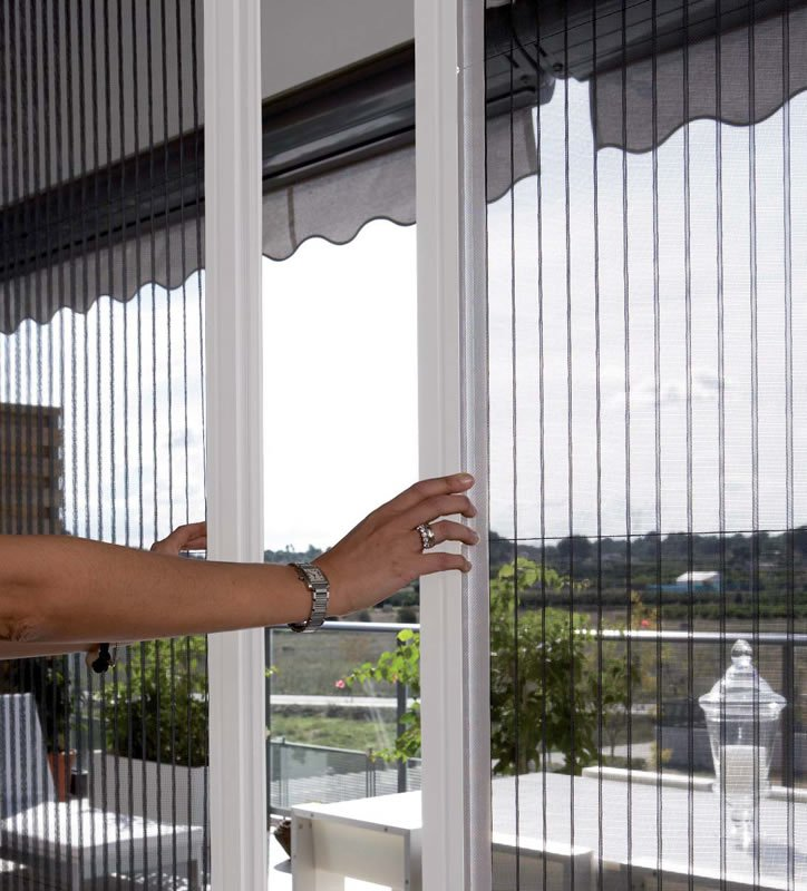 retractable insect screens, magnetic insect screen for windows, roller insect screen, insect screens for doors