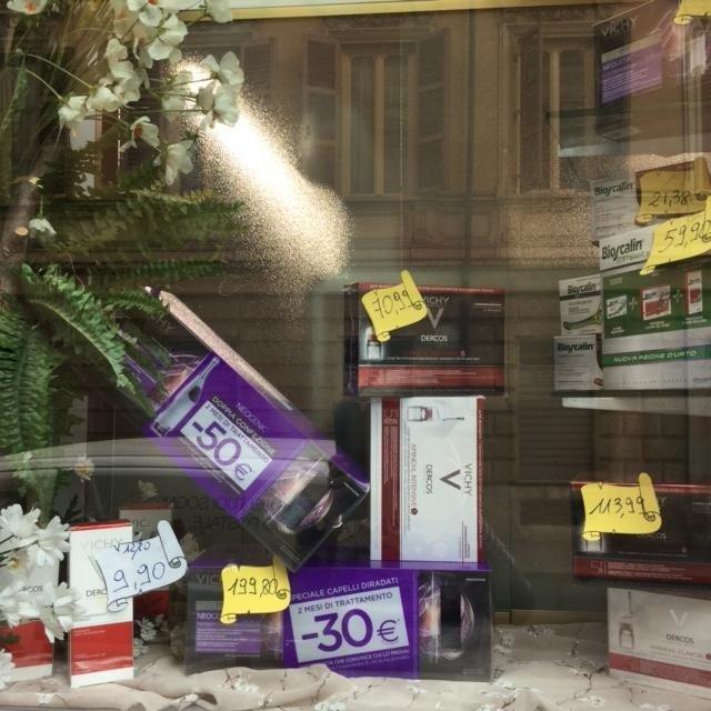 interno farmacia Borelli