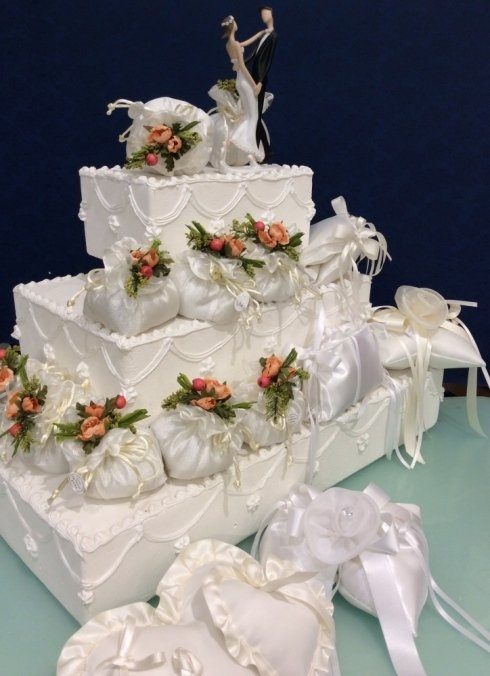 Alla Casa della bomboniera a siena, potrai trovare bomboniere con confetti artigianali per il tuo matrimonio indimenticabile.