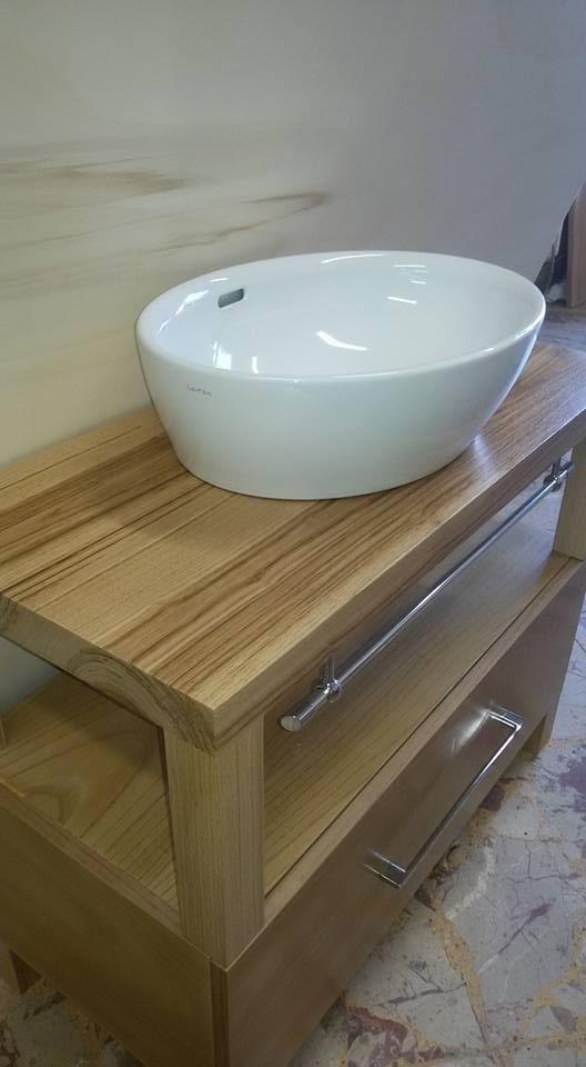 lavabo con base in legno