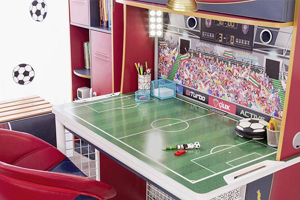 scrivania con piano a forma campo di calcio