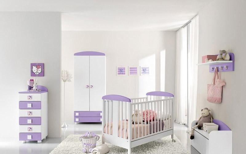 armadio bianco e lilla