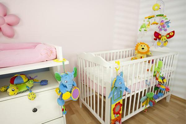 cameretta per bambini con culla