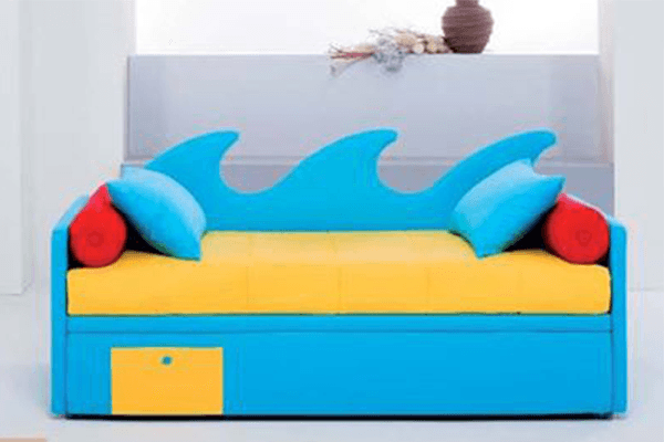 divano doppio letto azzurro e giallo