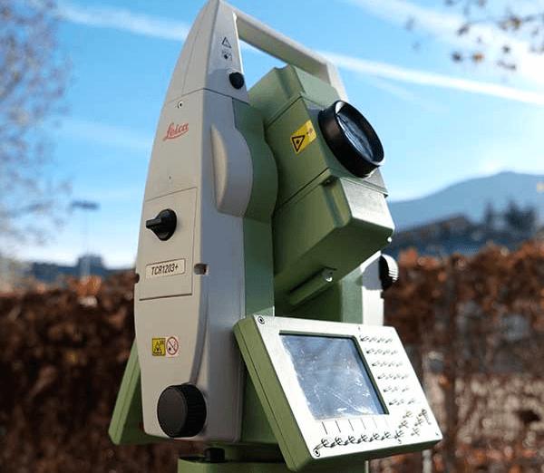 un dispositivo elettronico di misurazione visto da lontano
