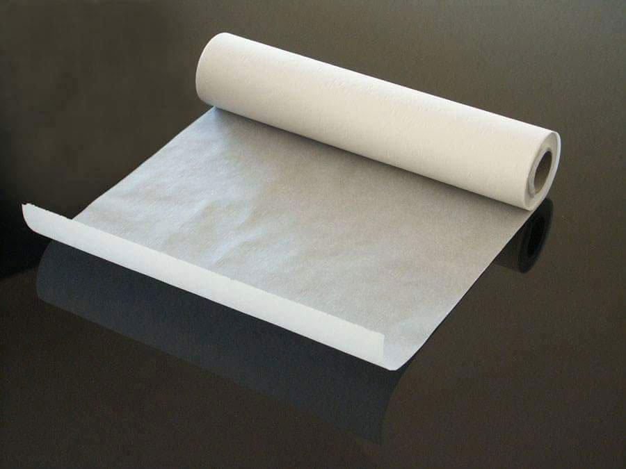 un rotolo di carta velina aperto