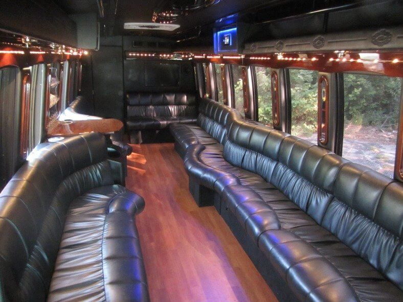 des moines party bus rentals