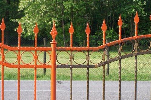 Cancello in ferro battuto dipinto