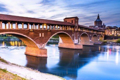 ponte su un fiume