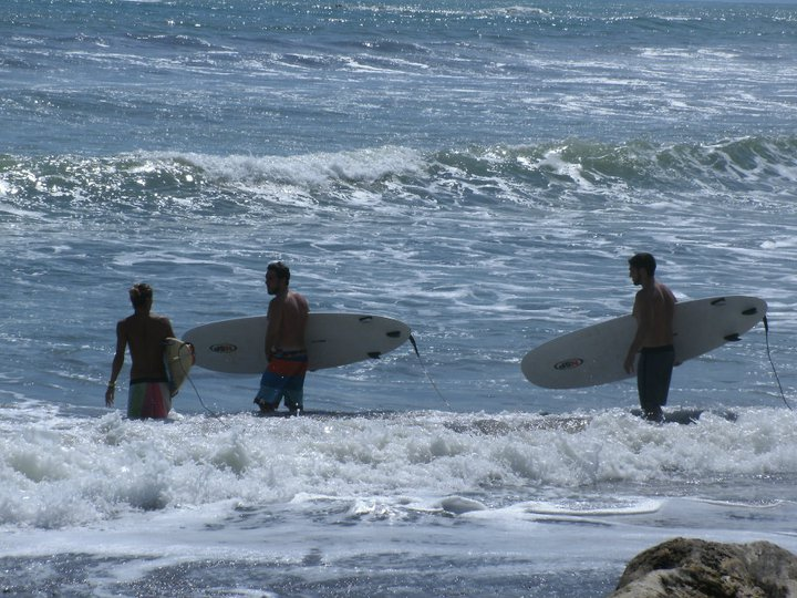 Surfing lessons in Dominicalito