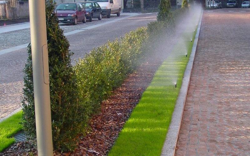 particolare irrigazione giardino pubblico