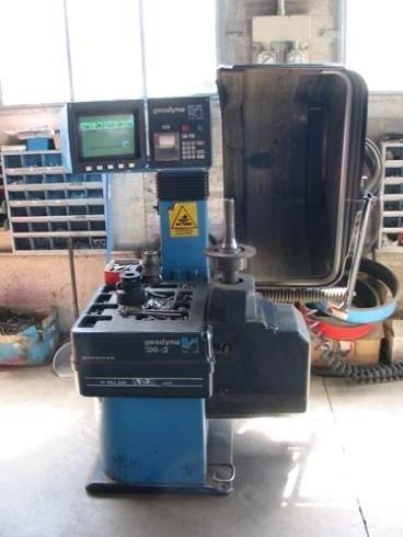 macchinario per sostituzione pneumatici
