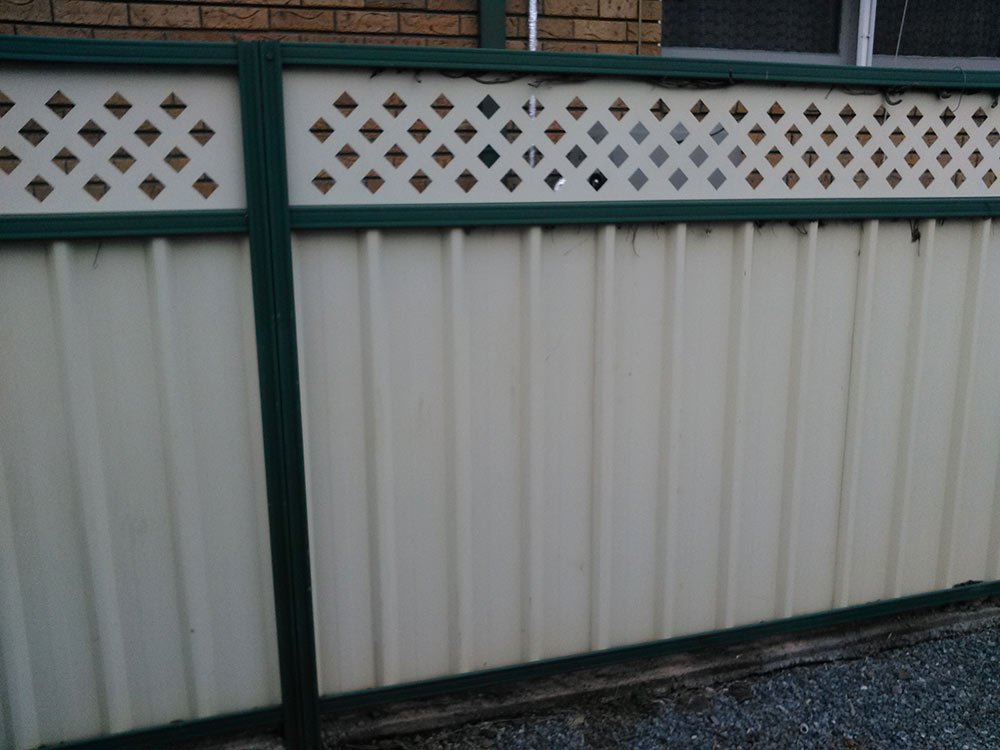 white and green decorative top fence