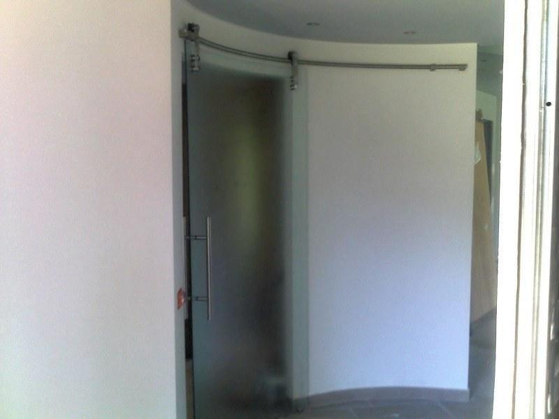 Interni - Porta scorrevole curva, in cristallo_800x600.jpeg