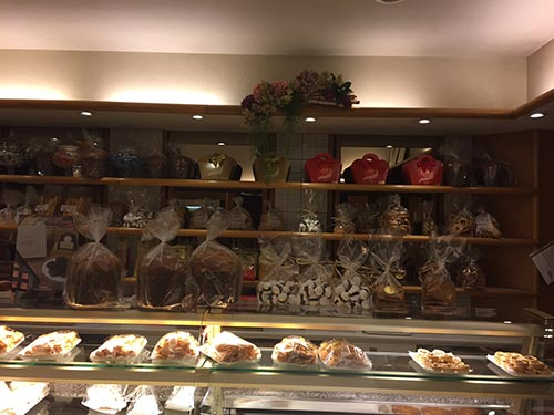 vista del bancone del Panificio Fratelli Montanucci di Dantomio Maria & C. snc in Treviso