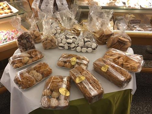 biscotti di produzione propria confezionati del Panificio Fratelli Montanucci di Dantomio Maria & C. snc in Treviso