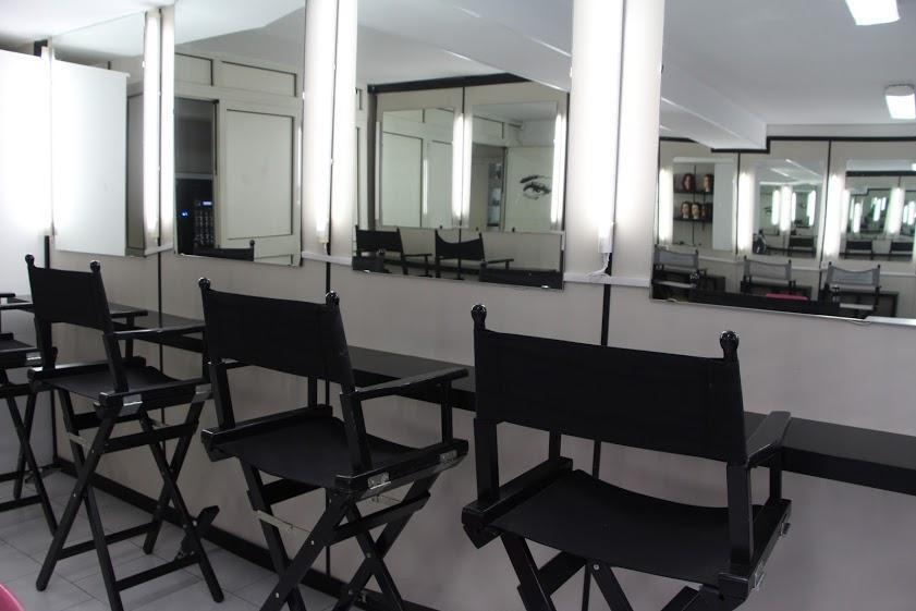 Postazioni allo specchio della scuola di estetica