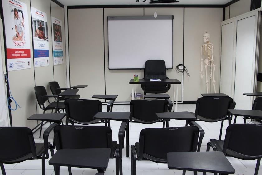 Un'aula all'interno della scuola di estetica