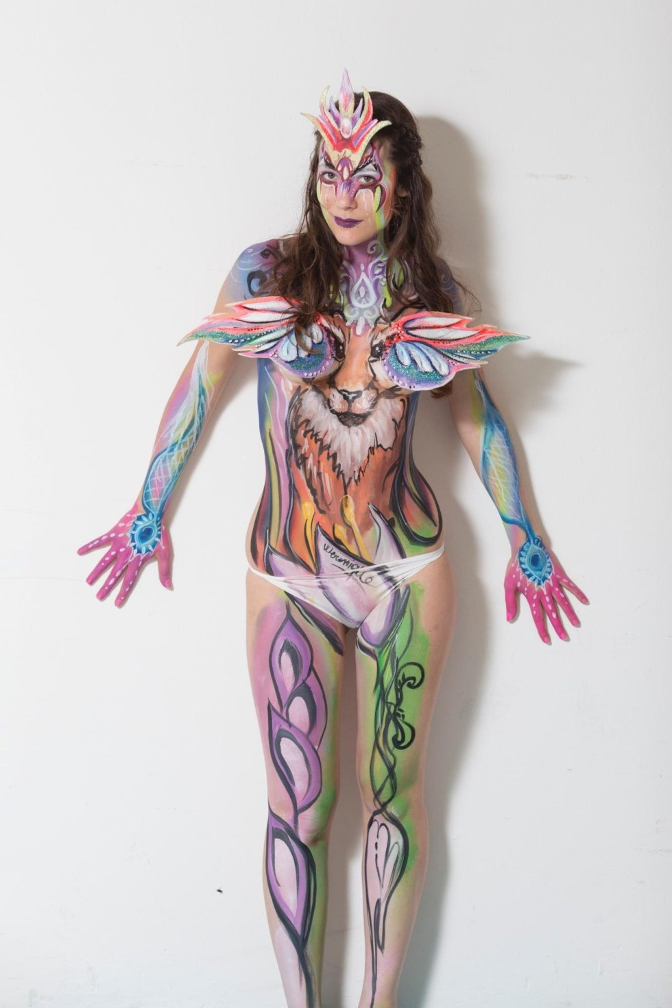 ragazza con body painting totale