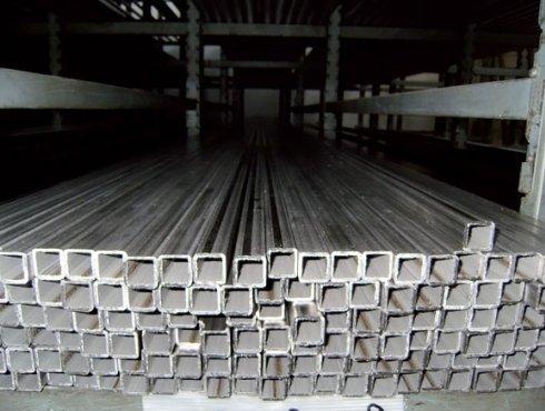 Produzione di tubi elettrouniti quadri
