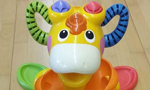 una mucca giocattolo