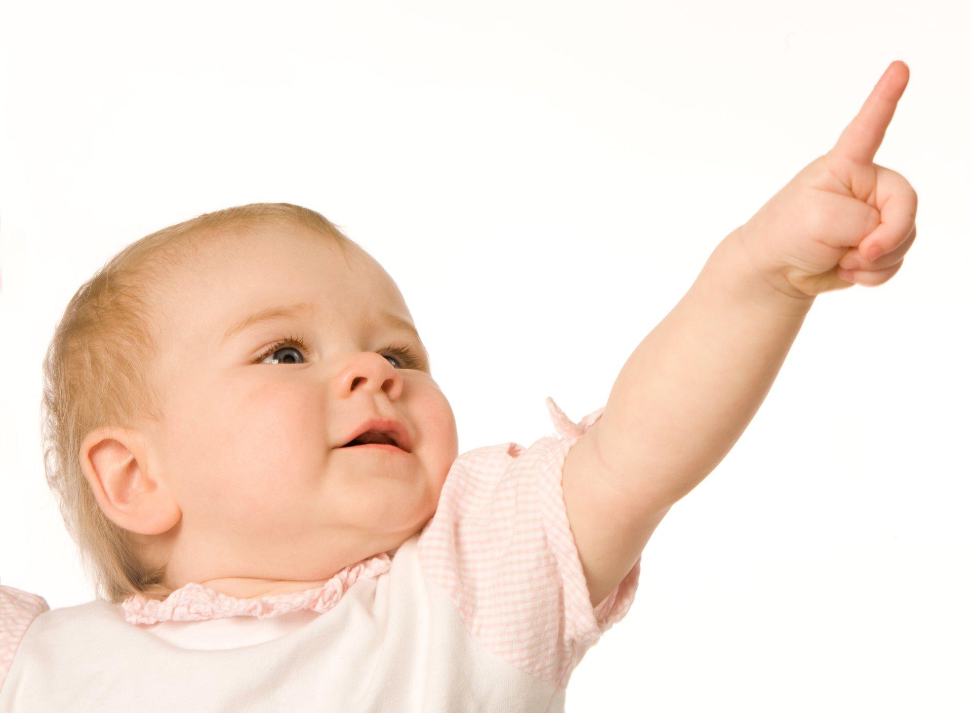Показывать ребенку одного года картинки