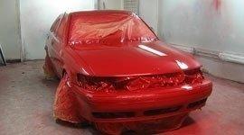 macchina verniciata di rosso