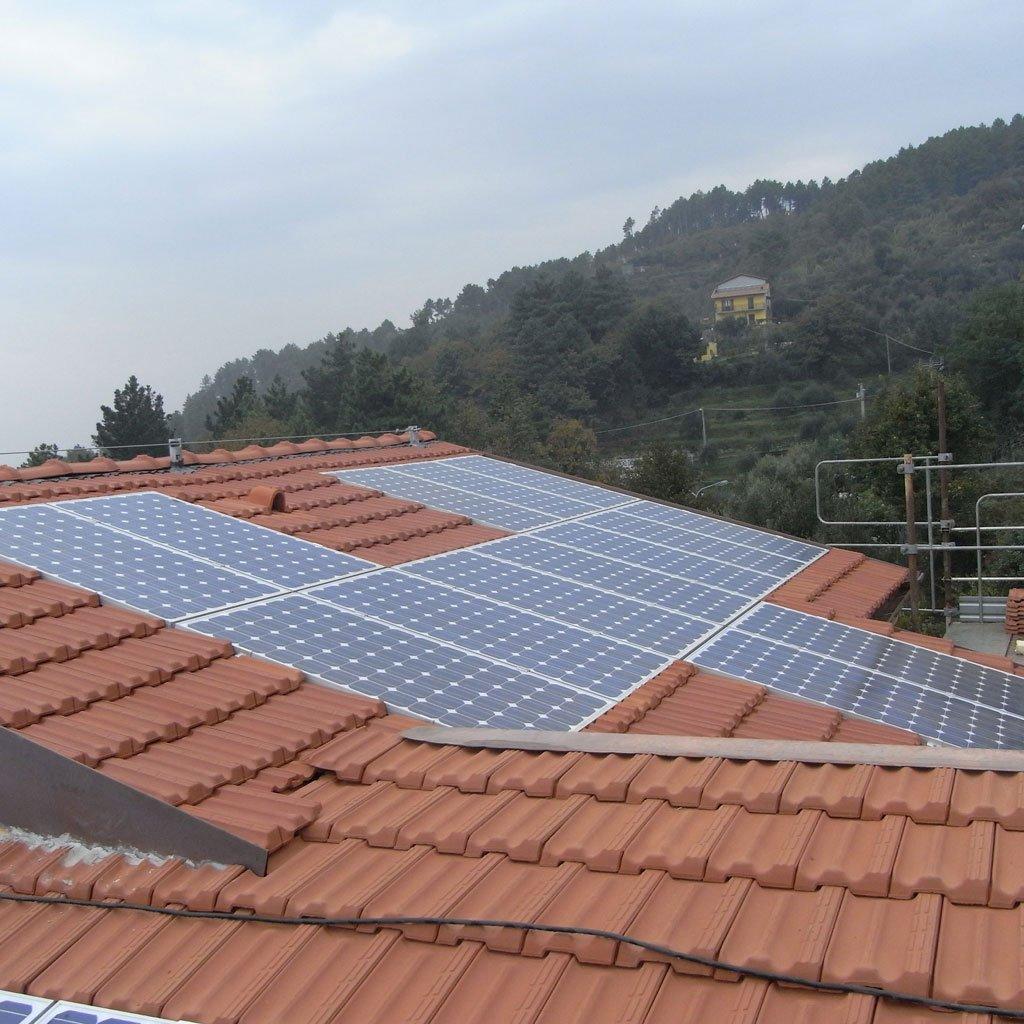 Impianti fotovoltaici integrati nel manto di copertura elettrosistemi