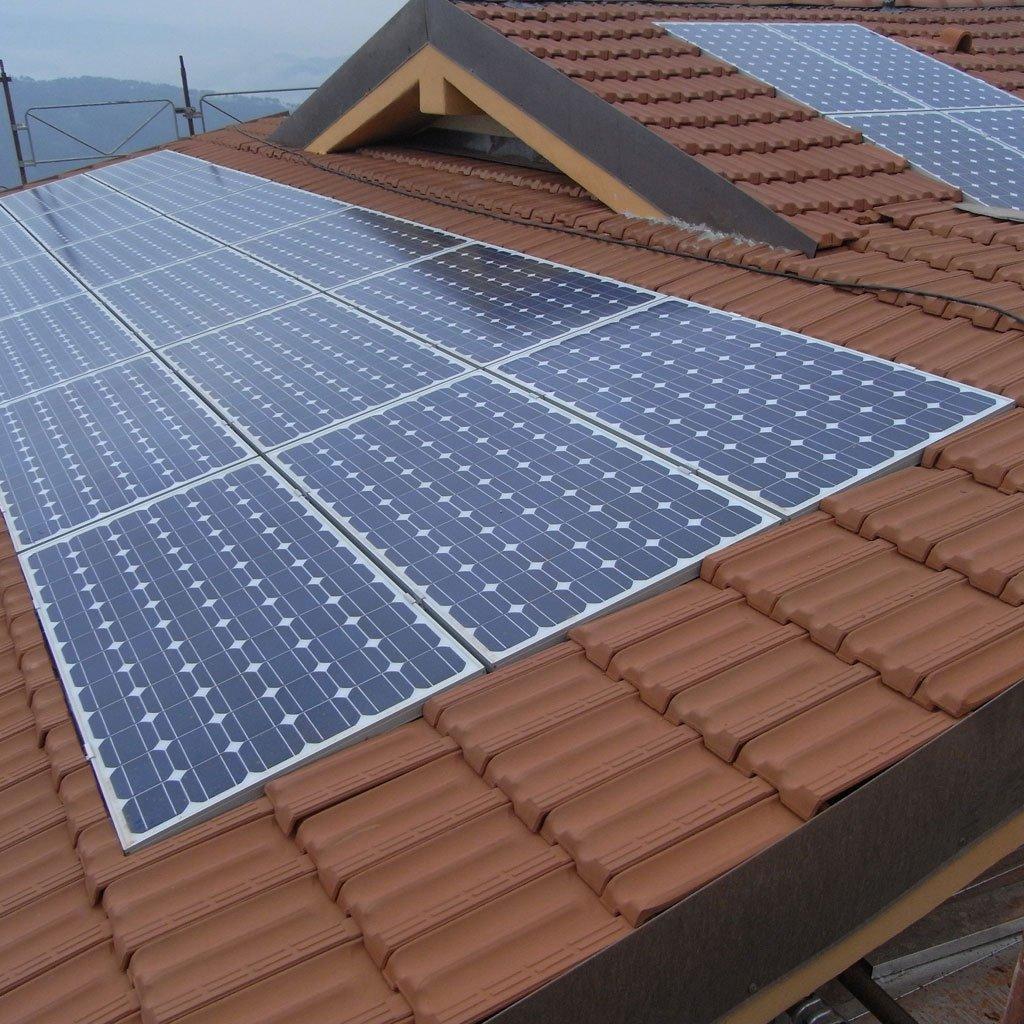 Impianti fotovoltaici integrati nelle tegole