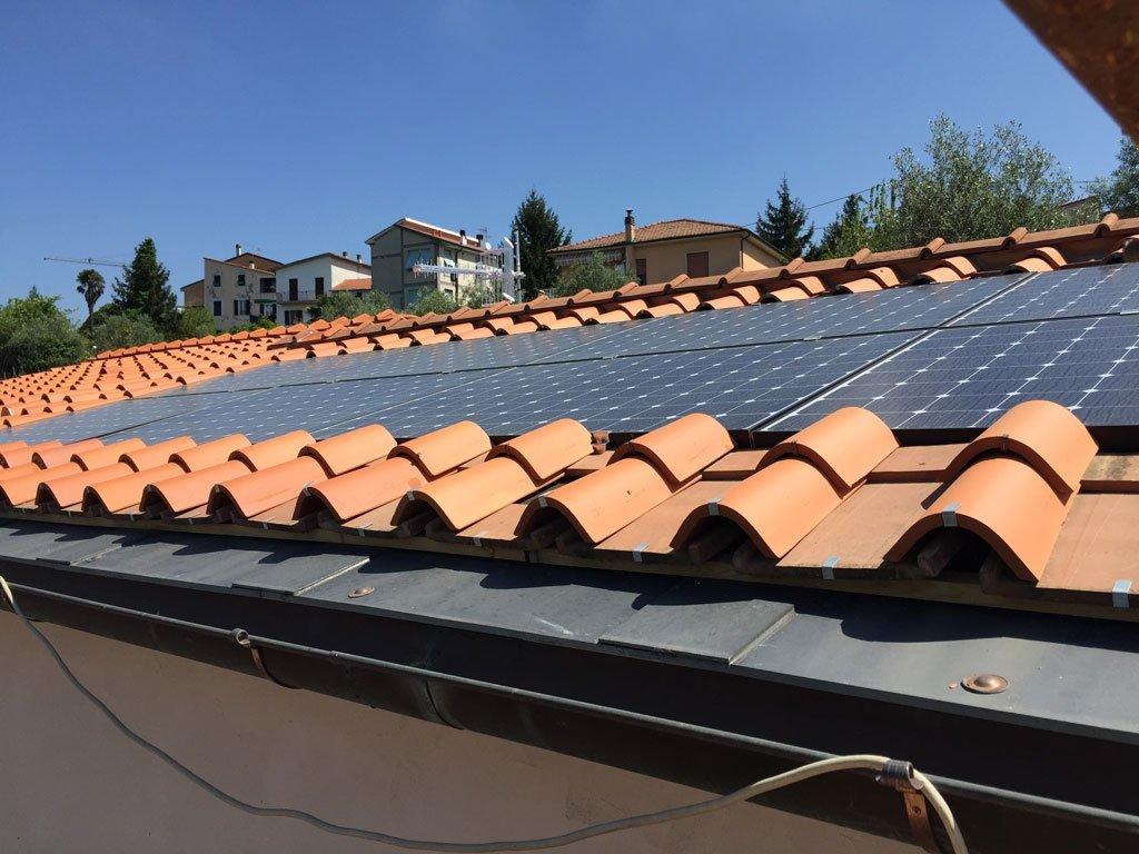 preventivo  fotovoltaico integrato nel manto di copertura
