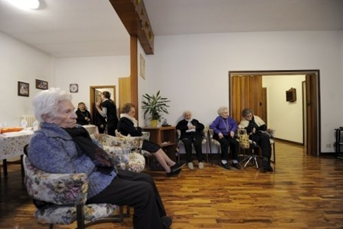 anziani seduti