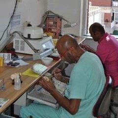 laboratorio odontoiatrico al lavoro