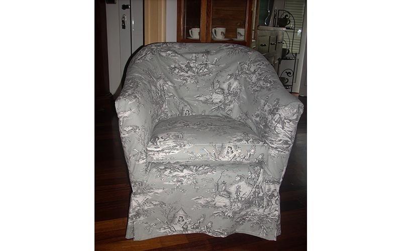 sedia in rivestimento in tessuto decorato