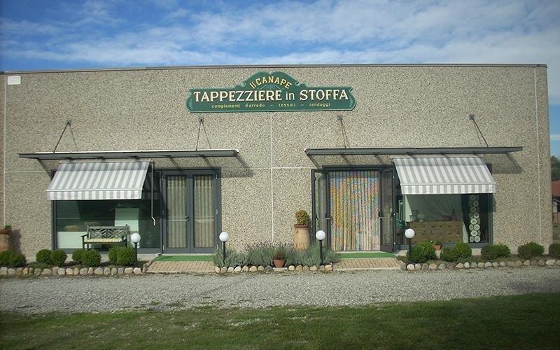 facciata d'ingresso di una tappezzeria