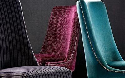 sedie con rivestimento in velluto colorato