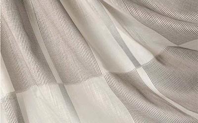 tende a quadri grigio chiaro e grigio scuro