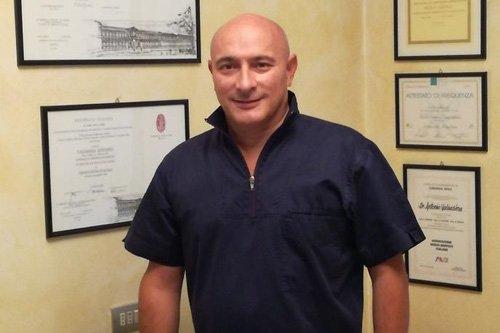 dentista e titolare di studio dentistico