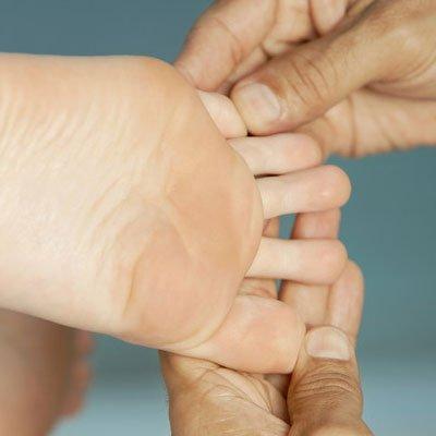foot finger pain treatment