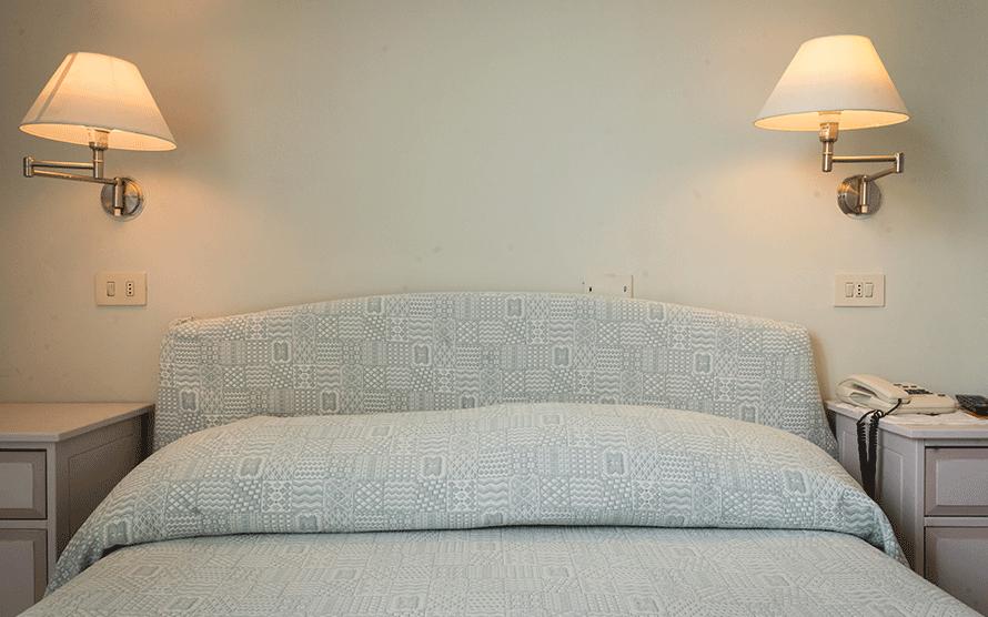 Dettaglio della testata di un letto matrimoniale