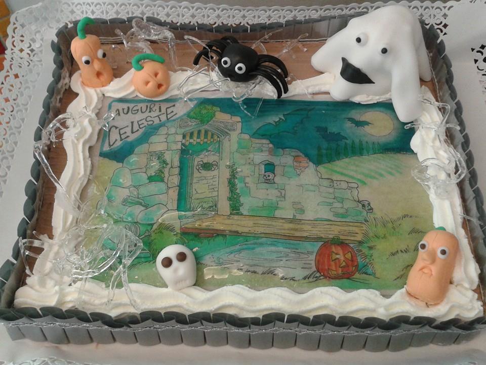 Torta rettangolare con Panna , scritta Auguri Celeste e disegna in tema di Halloween con zucche,fantasmi,ragni e teschi