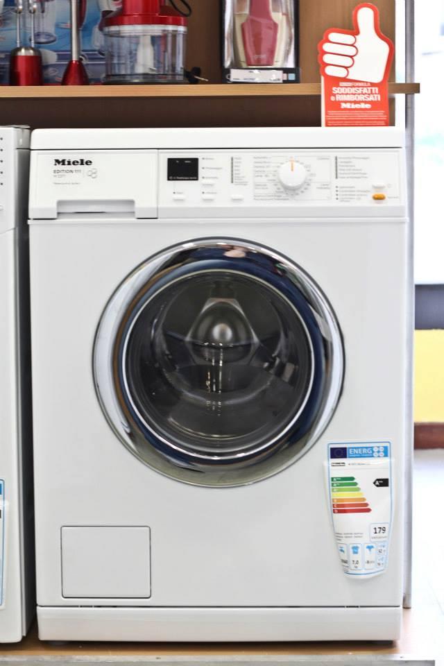 Lavatrice con cestello frontale
