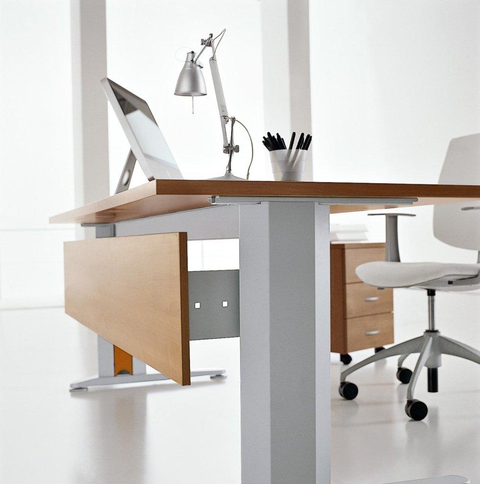 Scrivanie per ufficio milano bertolesi for Scrivanie ufficio milano