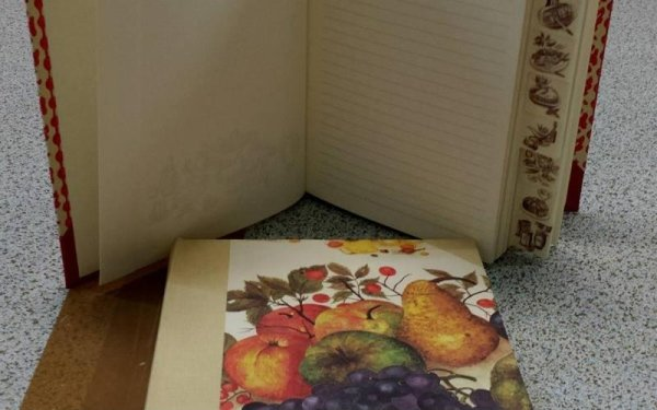quaderno con ritratto natura morta