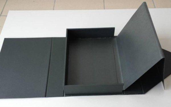 scatola nera in cartone